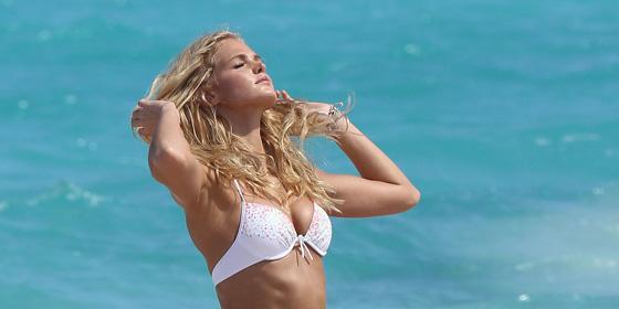 A fehér bikini minden nőnek csodásan áll – nem hiszik  - Debrecen ... f17377bf79