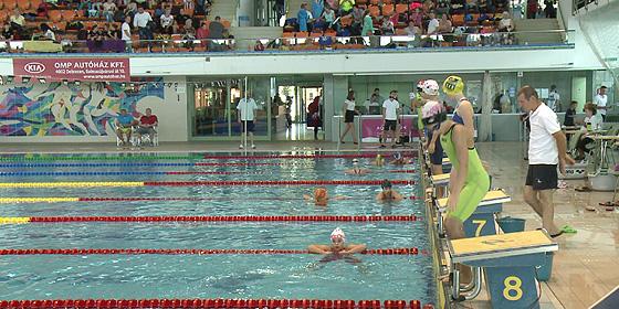 Úszással ünnepelték a Debreceni Sportuszoda születésnapját 7ab3cdb4fc