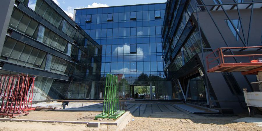 Fotókon és videón mutatjuk, hogy áll a Forest Offices Debrecen irodaház építése
