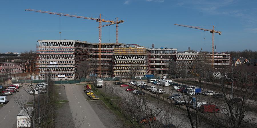 Bokrétaünnep: elérte legmagasabb pontját Debrecen ultramodern irodaháza – fotókkal, videóval