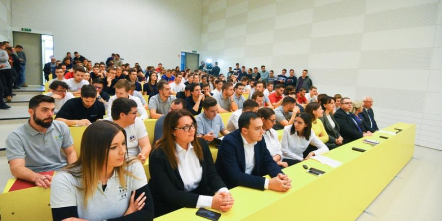 Vállalati szakemberektől tanulhatnak az egyetemisták Debrecenben c7f3ed2327