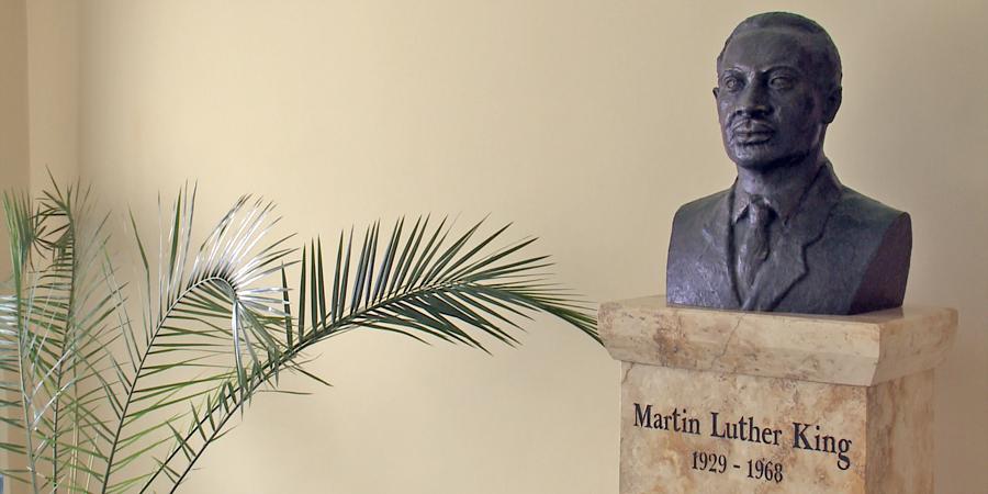 A Nobel-békedíjas lelkipásztorra emlékeztek Debrecenben