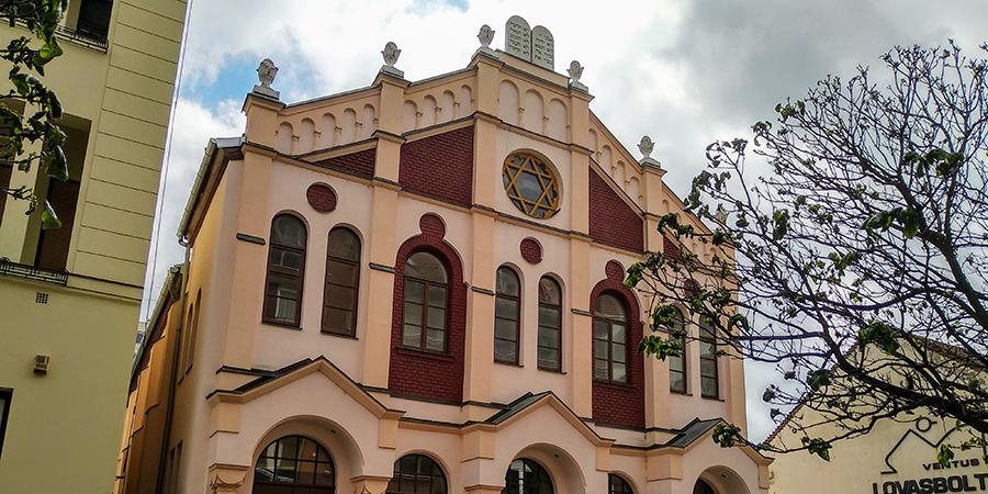 Letűnt korok zsidó élettörténetei tárulnak fel a Pásti utcai zsinagógában